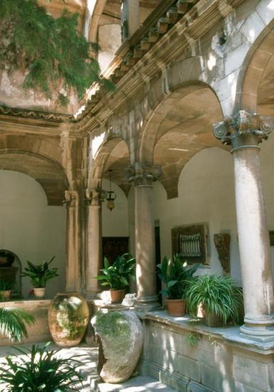 Le cloître de la cathédrale de Palma
