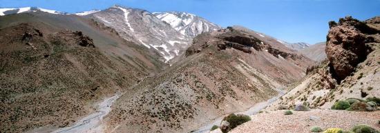 La vallée de l'asif Oulilimt dominée par le massif du M'Goun