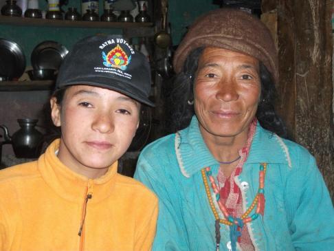 Tashi Dolma et sa fille à la guest-house de Pidmo