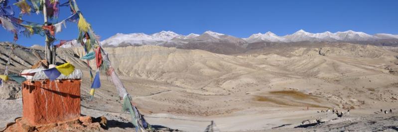 Panorama sur le Mustang depuis le Lo La