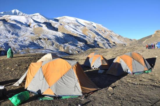 Espace de camping au niveau des lacs de Damodar kunda