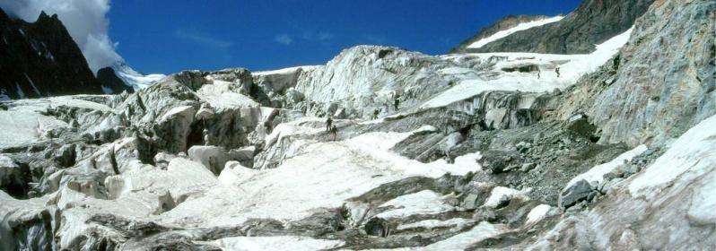 Les séracs du Glacier Blanc en montant au refuge des Ecrins
