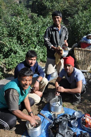 Nuru Sherpa et son staff de cuisine