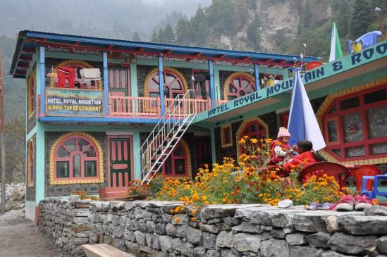 Entre Timang et Dharapani, un lodge plutôt bling-bling sur le tour des Annapurna