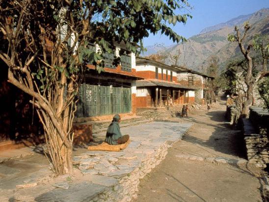 Traversée du village d'Arje situé le long de la Myagdi khola