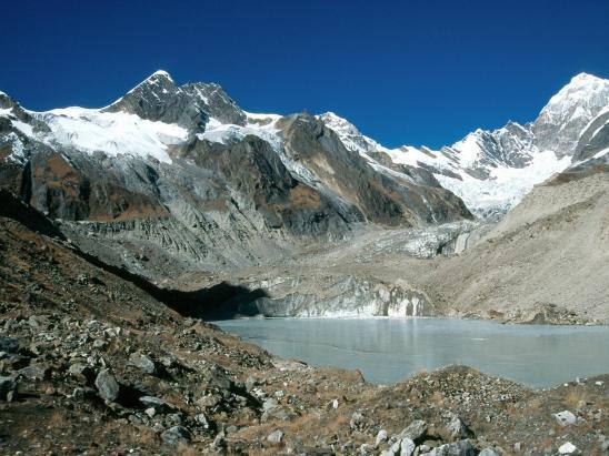 Lac glaciaire en haut de la vallée de la Bungre khola