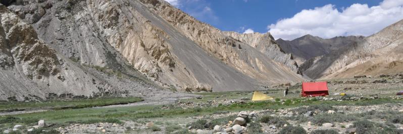 Campement à Sorra au pied du fort de Karnag