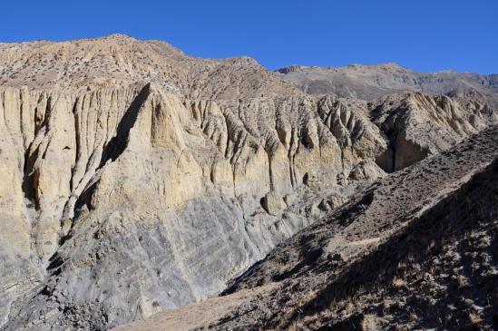 Les falaises de Kog en RG de la Damena khola