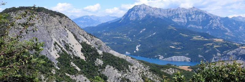 Du Clot Morel, on dispose d'une vue partielle sur le lac de Serre-Ponçon et le pic de Morgon