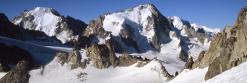 Au col des Aiguilles du Tour (en arrière-plan, les aiguilles d'Argentière et du Chardonnet)