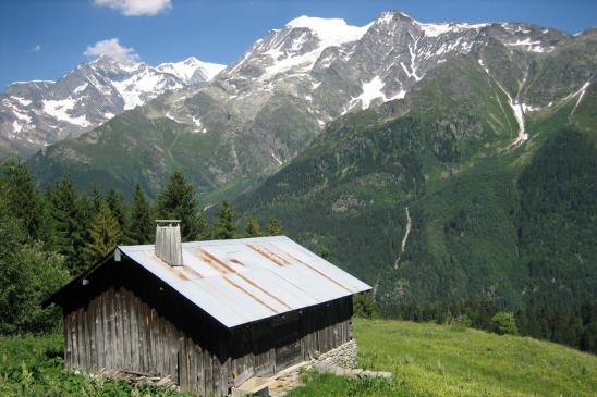 Au col du Joy, belle vue en enfilade sur les Dômes de Miage et le Mont-Blang tout au fond