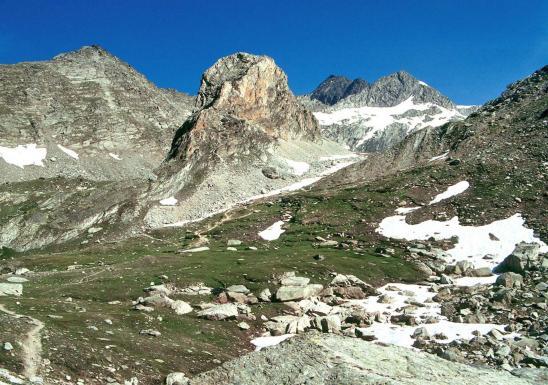 Au coeur du vallon de l'Orgère, on voit le thalweg qui part du col de Masse