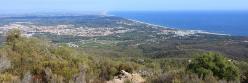 La côte catalane vue depuis le sentier d'ascension à la torre de la Maçana