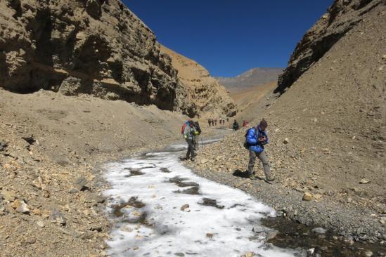Descente du canyon entre Thanti et la Dhechyang khola