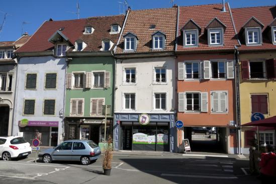 Montbeliard (les maisons colorées du quartier des halles)