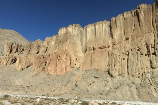 Les falaises à la confluence de la Mustang khola et de la Chaka khola