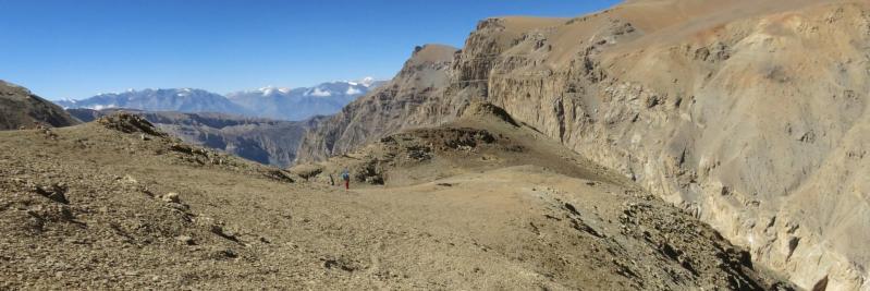 A l'extrémité du plateau, c'est le trou... il va falloir vraiment penser à s'orienter vers la gauche.