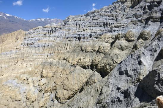 Les falaises grises de Ghemi