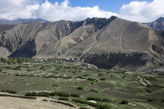 Les champs de Ghemi vus depuis le sentier des crêtes qui conduisent à Ghilling