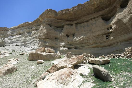 Passage à la bergerie sous roche
