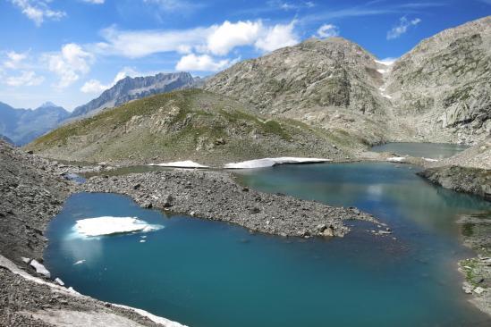 Les lacs de la Fache (à l'arrière Pic du Midi d'Ossau et Balaïtous)