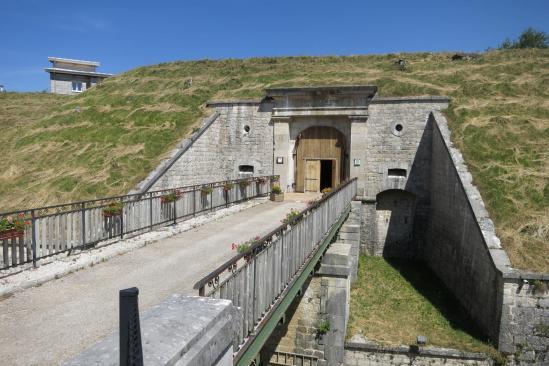 Le fort Saint-Antoine (une cave d'affinage de Comté...)