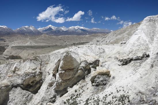 La montagne blanche de la Sakau danda (Lo Monthang)