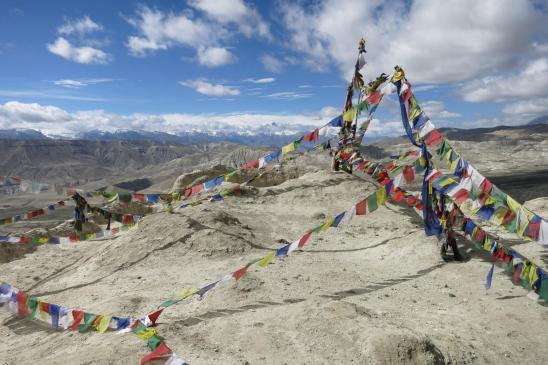 Au sommet de la colline sur laquelle est édifié le fort d'Ame Pal (1er roi du Mustang)