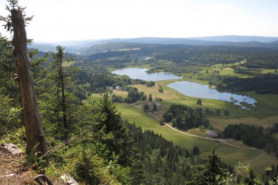 Les lacs de Bellefontaine et des Mortes vus depuis le Git de l'Echelle