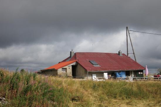 L'orage menace sur le refuge de la Loge