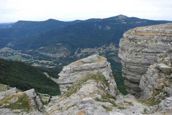 Plissement de roches sur les crêtes du Jura sud