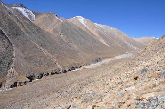 On laisse la vallée de la Ghyun khola pour monter vers le Kekyap La