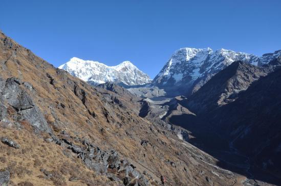 La vallée de la Dudh Kund khola vue deuis le raccourci qui rejoint Saharsbeni