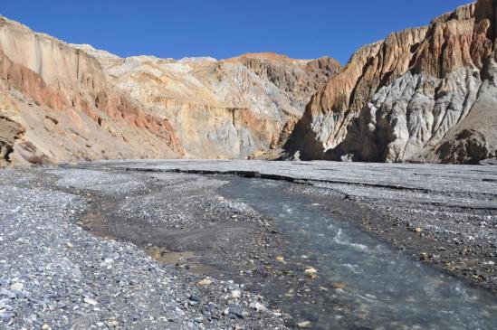 A l'entrée du canyon coloré de la Chaka khola