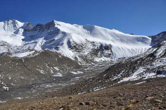 Descente dans la vallée de la Mulung khola (Timalibahi danda et à droite le Mu La)