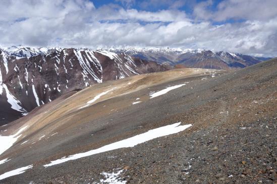 La montée au Surichun La : un belvédère de choix sur les montagnes de la Great Himalayan Range