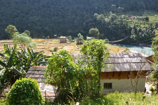 Le village de Nagdah en bordure de la Tama kosi