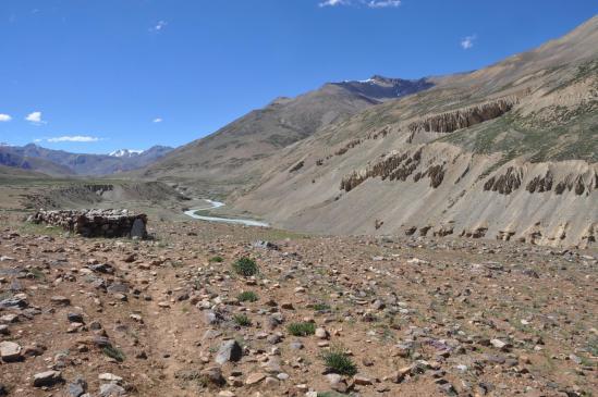 Sur les plateaux morainiques en RD de la Lingti Chu