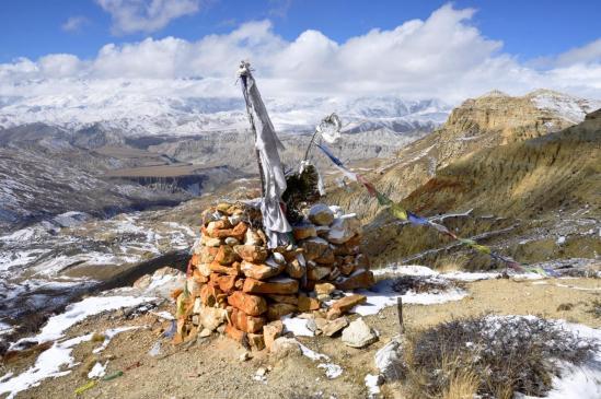 Vue panoramique de la vallée de la Puyang khola depuis le lhato de Khete