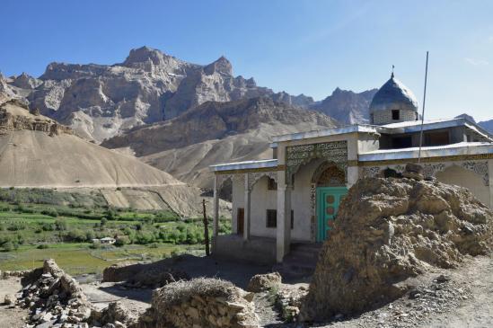 La première mosquée à l'approche de Wakha