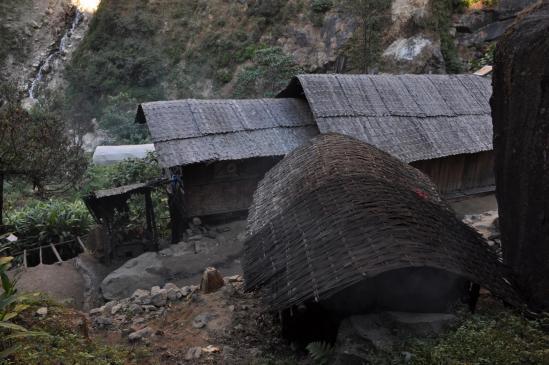Le village de Janbari au fond des gorges de la Ghunsa khola