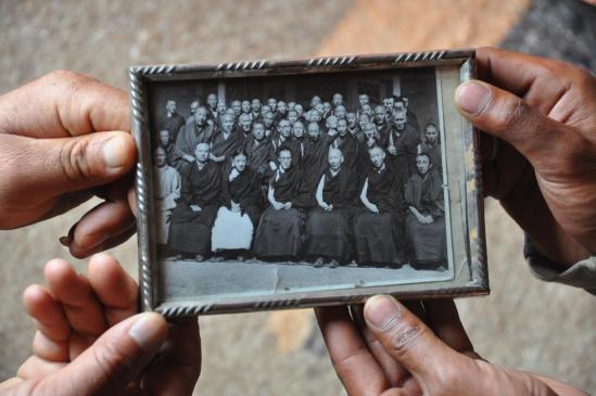 Pokhar Ogyan Rzong (une vieille photo de famille des maîtres de chaque courant bouddhiste...)