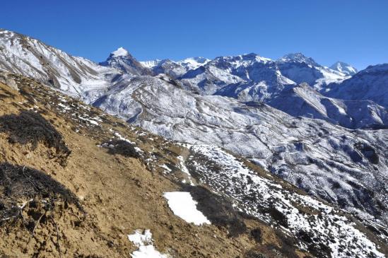 Les montagnes du Teri himal depuis les crêtes du Baha La