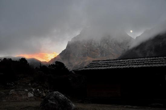 Coucher de soleil et lever de lune à Tseram