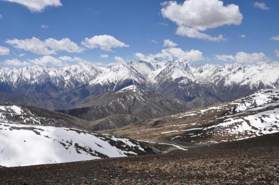 Depuis le Rasi La, panorama sur les montagnes du SW du Zangskar
