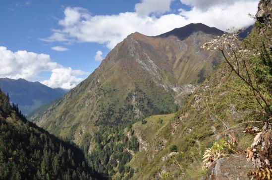 On vient d'entrer dans le vallon qui conduit au pied du Kagmara La
