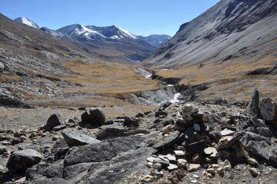 Remontée de la vallée de la Nakhkren khola