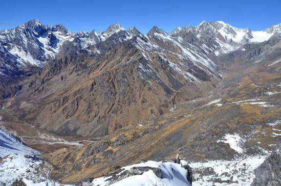 Dans la montée au Gyajo La, vue arrière sur Thare kharka