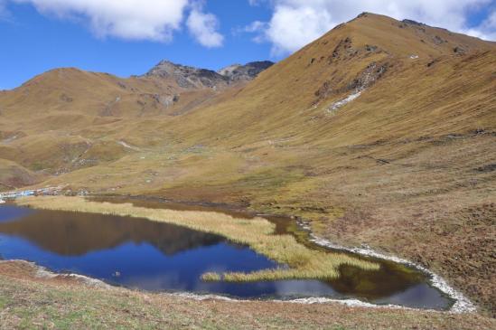 Le petit lac au-dessus de la Seng khola