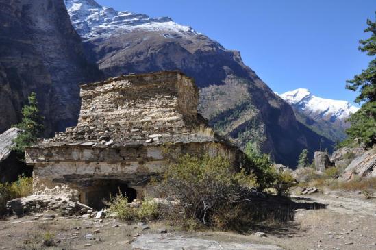 Le chörten-porte à l'entrée de la vallée de Kagkot